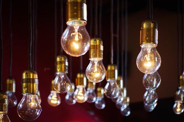 žárovky na kabelech.jpg