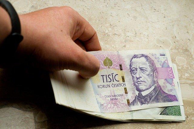 pokládání bankovek
